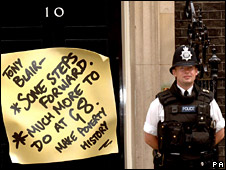 Poverty note on door of No 10 Downing St