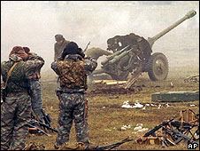Russian troops attack Chechen positions, 1.12.99