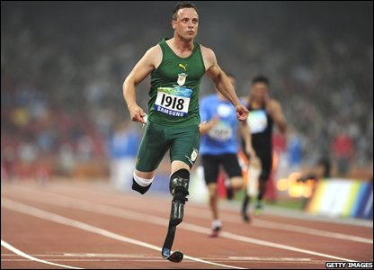 South Africa's Oscar Pistorius eases to victory