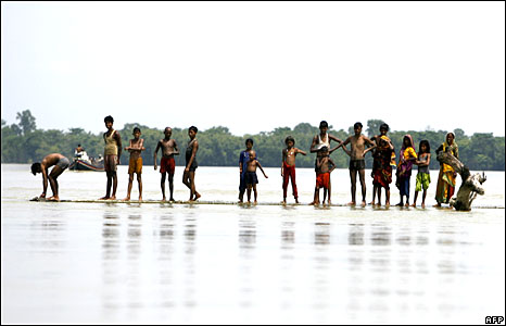 Indian flood-affected villagers in Sapual district, Bihar state