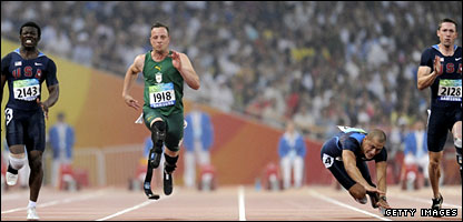 Pistorius powers past just beats American Jerome Singleton (left)