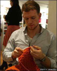 Man knitting the Knit Cafe 02 in Manhattan (file photo)