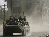 Tropas rusas en Tsjinvali,  la capital de Osetia del Sur