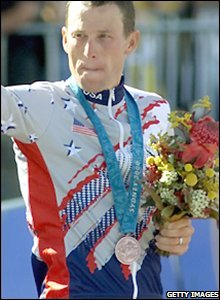 Armstrong wins a bronze medal at the 2000 Sydney Olympic Games