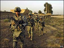 US soldiers on patrol in Diyala province, Iraq (August 2008)