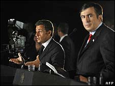 French President Nicolas Sarkozy (L) and Georgian President Mikhail Saakashvili (9/09/08)