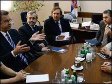 Serge Brammertz (l) meets Serbian officials