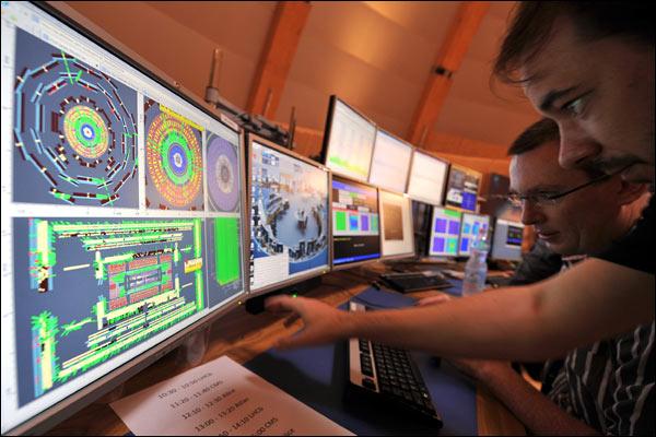غرفة  القيادة في منظمة الأبحاث النووية الأوروبية