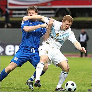 Birkier Mar Saevarsson, Iceland, blue; Barry Robson, Scotland, white