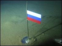 Bandera rusa en fondo oceánico ártico  (Foto: Asociación de Exploradores rusos)