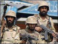 Soldados paquistaníes en la frontera con Afganistán