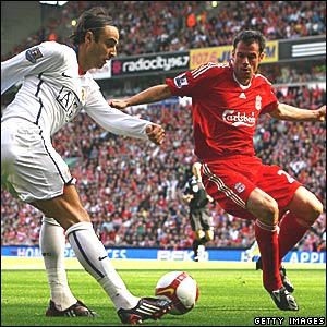 Dimitar Berbatov, Manchester United (white); Jamie Carragher, Liverpool (red)