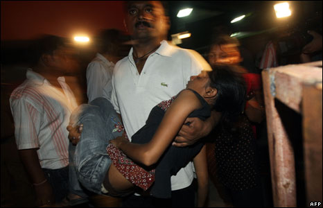 A man carrying an injured girl in Delhi