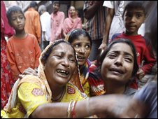 Relatives of bomb blast victims wail in New Delhi, India, Sunday 14 September 2008