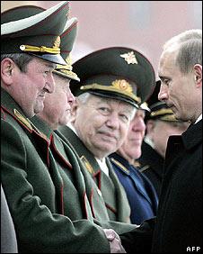 Russian President Vladimir Putin shakes the hand of Gen Gennady Troshev (February 2003)