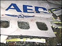 Фрагменты упавшего самолета