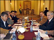 Bolivian Vice-President Alvaro Garcia (right) opposition leader Mario Cossio (left) hold talks in La Paz