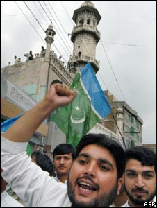 Jamaat-e-Islami activists shout anti-US slogans during a protest in Peshawar on September 5, 2008