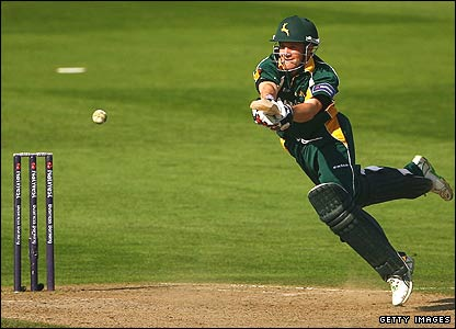 Chris Read finds the boundary against Sussex