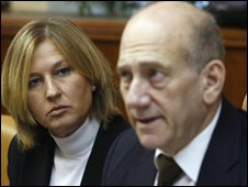 PM Ehud Olmert (right) with Tzipi Livni, the foreign minister and front-running Kadima leadership candidate