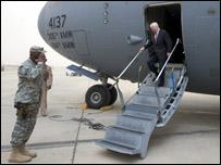 جيتس يصل الى بغداد