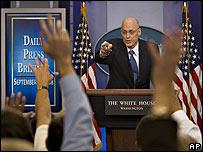 El secretario del Tesoro de EE.UU., Henry Paulson, toma preguntas de la prensa