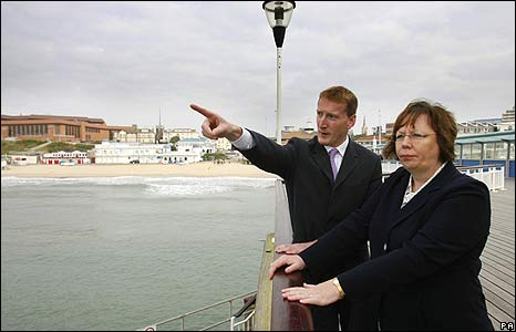 Tavish Scott, leader of the Scottish Liberal Democrats, and Alison McInnes, Scottish Liberal Democrat transport spokeswoman