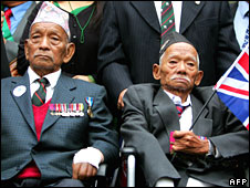 Former Nepalese Gurkha soldiers and Victoria Cross winners Tul Bahadur Pun  (L) and Lachhiman Gurung (R) protest outside the High Court in central London