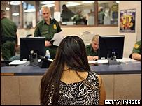 Mujer mexicana detenida en Estados Unidos
