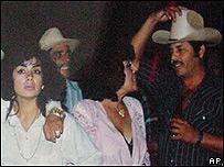 Sandra �vila Beltr�n junto al narcotraficante Ismael Zambada en 1993