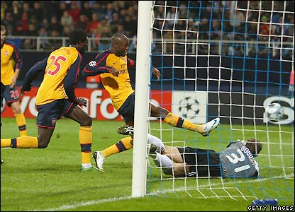Gallas salvages a point for Arsenal