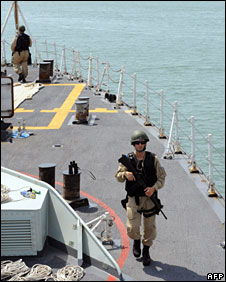 Canadian troops on a ship escorting food aid from Kenya to Somalia, 16 September 2008