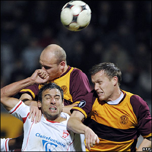 "Nancy""s Pascal Berenguer (C) fights for the ball with Motherwell""s Steven Hammel (R) and Robert Malcolm (L)"