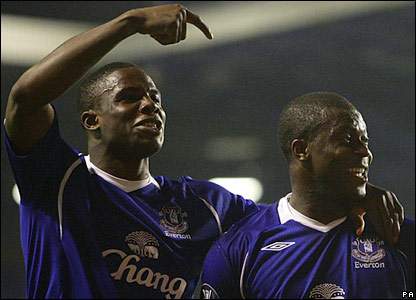 Victor Anichebe (L) and Yakubu celebrate Everton's equaliser