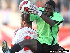 Dynamos goalkeeper Willardd Manyatera challenges Etoile du Sahel's Mehdi Ben Dhifallah in May 2008