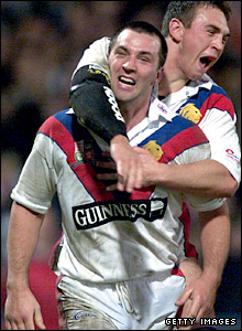 Paul Sculthorpe celebrates a try against Australia in 2001
