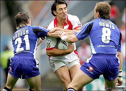 Paul Sculthorpe takes on the Hull FC defence