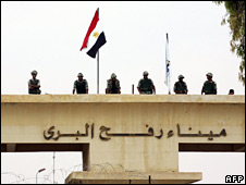 Egyptian guards at Rafah crossing (30/08/08)