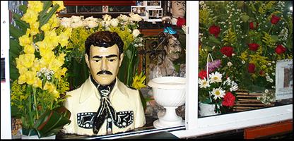 Efigie del santo Malverde en su capilla. Foto Juan Carlos Pérez S.