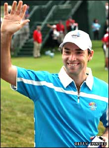 Oliver Wilson waves to the crowd before beggining his foursomes match with Henrik Stenson