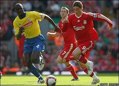 Fernando Torres attempts to surge through Stoke's defence