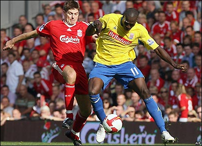 Gerrard tangles with Mamady Sidibe