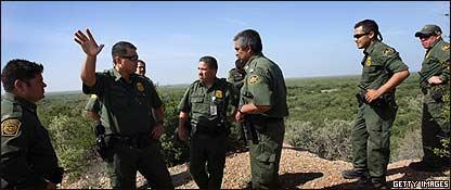 Efectivos del ej�rcito estadounidense en un operativo en la frontera