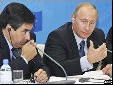 French PM Francois Fillon (L) and Vladimir Putin