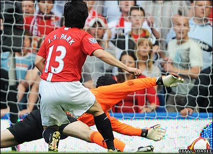 Ji-Sung Park gives Man Utd the lead