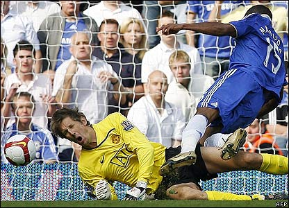 Man Utd goalkeeper Van der Sar picks up an injury after colliding with Florent Malouda