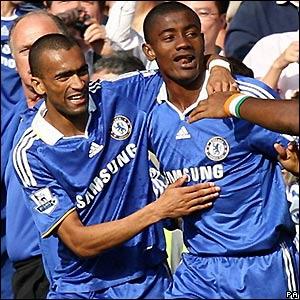 Kalou celebrates his goal