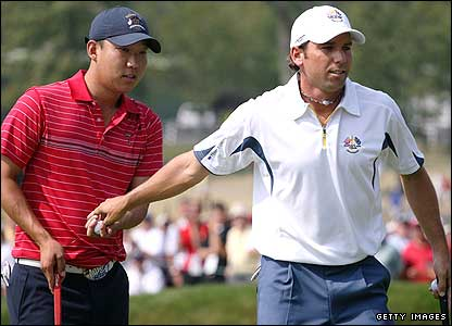 Sergio Garcia gives Anthony Kim his ball after conceding a putt on the first tee