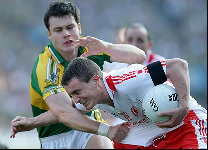 Kerry defender Padraig Reidy gest to grips with Tommy McGuigan of Tyrone