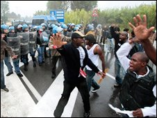 African immigrant protesters confront police in Castelvolturno